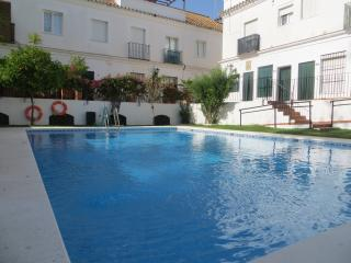 Casa 4 - Special Offers Town House with Pool WI-FI A/C & close to town center, Sanlucar de Barrameda