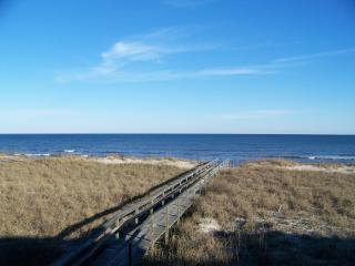 209 - Pet Friendly Oceanfront Condo - Boardwalk, Carolina Beach
