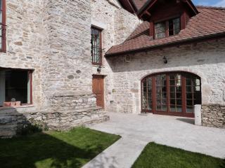 Villa 3 chambres avec piscine à 18 km de genève, Grilly