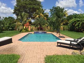 Luxurious Resort Style Ranch w/pool acc 8, Fort Lauderdale