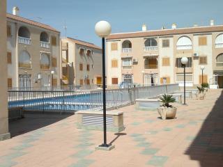 Apartamento a 5 minutos del mar con piscina y ADSL, Torrevieja