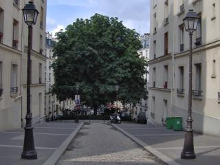2 BEDROOMS FLAT BELLEVILLE/BUTTES CHAUMONT+PARKING