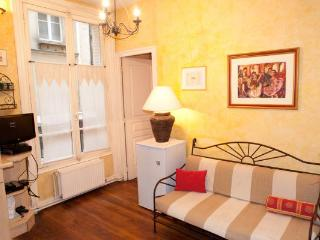 Comfortable 2 Bed Apt. - Saint Martin, Le Marais