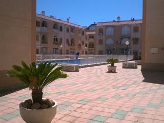 Apartamento con A/A y piscina, 300 m de la playa