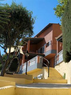 La villa vue de la terrasse du jacuzzi