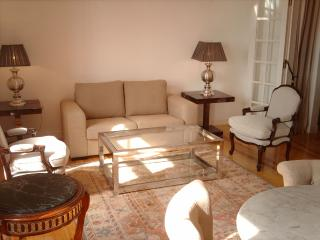 Alfama 2 bedroom apartment with river view, Lissabon
