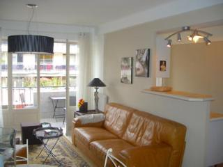 Spacious luxury apartment in the middle of Banana district 4 min to the beaches