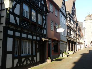 Romantisches Fachwerkhaus in der bunten Stadt Linz am Rhein