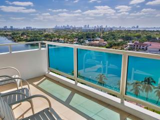 Corner 3BR/2BA Bay/Downtown view Suite for 8, Miami Beach