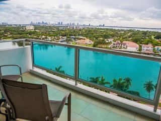 Design Corner 3BR/2BA for 8, Oceanfront building, Miami Beach