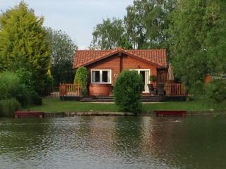 Serin Lodge  27 Duck Lake Two Fishing Pegs Hot Tub, Tattershall