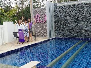 Beautiful modern home, 3 bed3 bath with neighborhood swimming pool!!