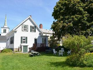 The Robert House: 4 bedroom Rockport village house, sleeps 7
