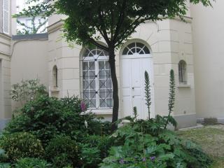 Maison de poupée, / dollyhouse à St-Germain-des-Prés 6°