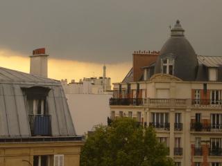Entre République et Bastille, au dernier étage,