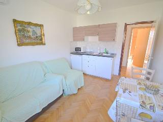 Apartment for 2+1 near the beach, Novigrad