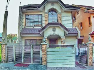 Family-Friendly Villa Beside Ayala Malls Serin, Tagaytay
