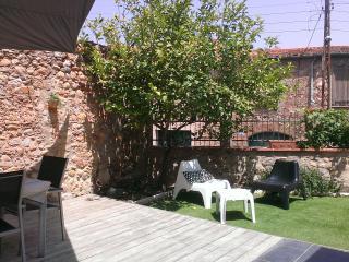 Maison de village avec jardin, pour 8 personnes