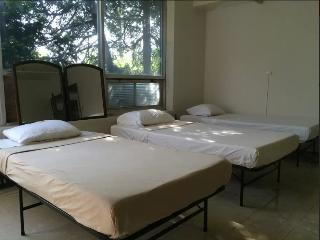 5 Min From Downtown: Single Bed Shared Room+Bath
