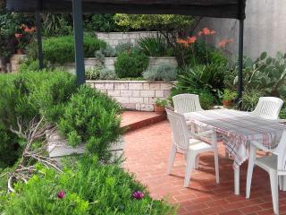 Apartment for 4 with Mediterranean garden terrace, Dubrovnik