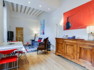 G03542 Furnished 2BR for 6 Marais