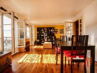 G03633 - Spacious and bright 1BR Marais