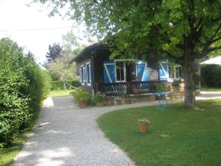 Chalet between lake and mountains 25km from Geneva, Nernier