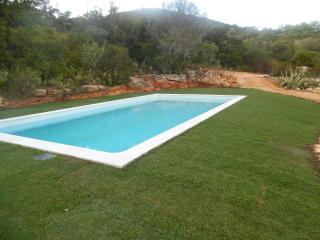 Beautiful Villa with pool and jacuzzi, Algarve