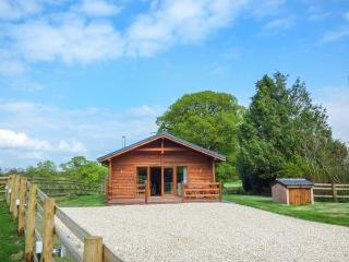 BARNSHELLEY LODGE, luxury detached lodge, woodburner, enclosed garden