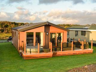 18 GOLF VILLAGE, on-site facilities, all ground floor, short walk to beach, Pwllheli, Ref 936109