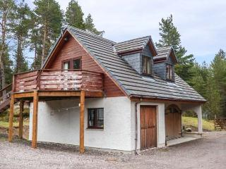 HEAVENS ANGEL, peaceful retreat, mountain views, close to loch, Drumnadrochit, R