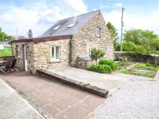 THE POUND detached stone-built cottage, WiFi, pet-friendly, well-equipped, close