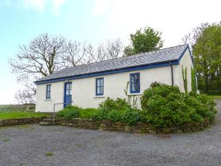 BALLYVOREEN, all ground floor, solid fuel stove, off road parking, in Glandore, Rosscarbery