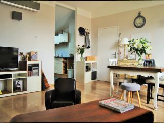 Centre Bordeaux 3 chambres. Calme, lumineux, clim.