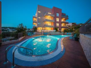 Beautiful apartment by the sea with pool size115m2