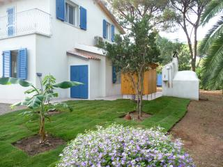 Villa next to the sea and big garden, Santa Margherita di Pula
