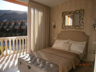 TASTEFUL TAURO 2 bedrooms, wifi, Tv ,Ac ,Pool ,Parking, close to beach and golf