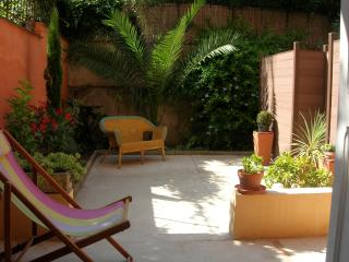 Grand T2 centre ville avec jardin/patio