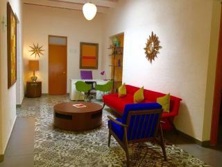 HOUSE 4 LARGE GROUPS (5 SUITES W/ BATH & KITCHEN), Ciudad de México