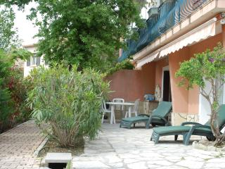 BEL APPARTEMENT 6 COUCHAGES EN RDC DE VILLA, Hyeres