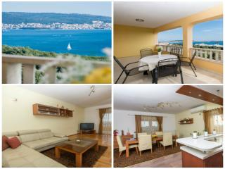 Penthouse with 4 bedroom, balcony and sea view***