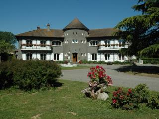 Domaine Arros, gîte géant avec piscine, tennis etc, Montégut-Arros