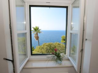 White & Co|Modern Sea view 2Br/2Bth  Terrace a short Walk to Old Town and Sea!