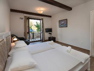 Suite with breathtaking views of the Risan Bay