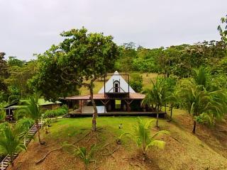 Pyramid Beach House, Isla Loma Partida