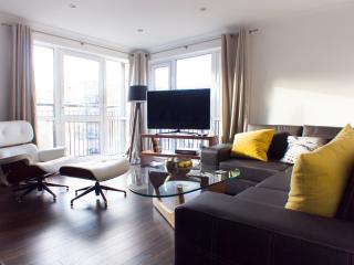 Modern apartment for 6 - 15 mins to Oxford St, Londen