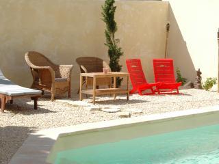 appartement 3/4  personnes, calme, piscine, jardin, Tourbes