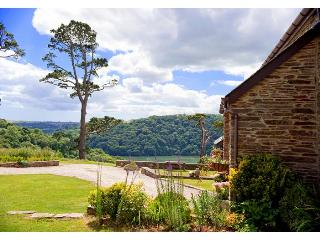 Greening Barn-Overlooking the Majestic River Dart, Kingswear
