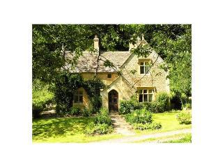 Woodells Cottage - Cotswold stone farmhouse, Uley