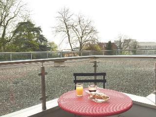 Beautiful furnished apartment with patio